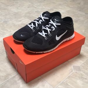 Nike Free 5.0 TR Fit 4 in Black and White EUC